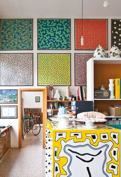 Love the patterned-splashed wall