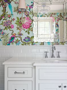 Wohnen: Bad Tapeten-Nahaufnahme (via House of Turquoise). House Of Turquoise, Turquoise Room, Chinoiserie Elegante, Home Interior, Interior Design, Purple Interior, Plywood Furniture, Beautiful Bathrooms, Bathroom Inspiration