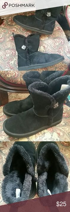 AEO short button boots Cute and comfy! These are just too big for me, but are in EUC. No flaws, no foot imprint and the fur is not matted down at all. Easy to wear and go with everything! American Eagle Outfitters Shoes Winter & Rain Boots