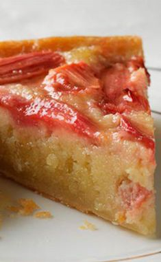 Frangipane, rhubarb and vanilla tart - Dessert Bread Recipes Rhubarb Recipes, Strawberry Recipes, Pie Recipes, Sweet Recipes, Dessert Recipes, Cooking Recipes, Dessert Bread, Breakfast Dessert, Deviled Eggs Recipe