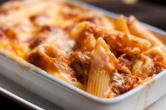 Macaroni, mozzarella and beef meatball gratin: www.fourchette-et … Macaroni, mozzarella and beef meatball gratin: www. Pasta Penne, Baked Penne, Rigatoni, Pasta Bake, Baked Chicken, Macaroni Recipes, Pasta Recipes, Cooking Recipes, Chicken Recipes