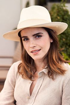 Discover what to read this autumn via the best celebrity book clubs led by Emma Watson, Reese Witherspoon and Oprah Winfrey. Discover what to read this autumn via the best celebrity book clubs led by Emma Watson, Reese Witherspoon and Oprah Winfrey. Celebrity Books, Celebrity Outfits, Celebrity Crush, Celebrity Style, Celebrity News, Famous Celebrities, Beautiful Celebrities, Celebs, Bisexual Celebrities