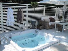 65 Super Ideas Backyard Whirlpool Ideas Privacy Screen Horizontal Fence # Back . Jacuzzi Outdoor, Outdoor Spa, Outdoor Rooms, Outdoor Gardens, Hot Tub Deck, Hot Tub Backyard, Backyard Fences, Backyard Kitchen, Backyard Retreat