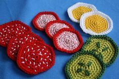 Sandwiches with slices of egg, cucumber, tomatoes and sausage - Free crochet pattern