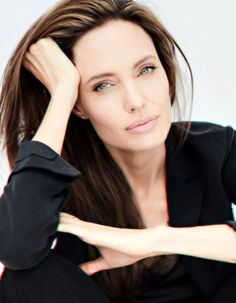 Angelina Jolie Angelina Jolie Photoshoot, Angelina Jolie Pictures, Headshot Poses, Makeup For Moms, Professional Portrait, Business Portrait, Posing Guide, Foto Pose, Hollywood Actor