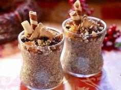 Feine Mohncreme mit Vanille und Zimt und crunchy Waffeltopping |  http://eatsmarter.de/rezepte/weihnachtliche-mohncreme