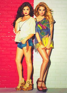 Pretty Little Liars' Lucy Hale and Ashley Benson (I want Aria's clothes, and Hanna's hair)love these girls! Hanna Marin, Aria Montgomery, Luci Hale, Pretty People, Beautiful People, Pretty Little Liers, Pretty Little Liars Fashion, Favim, Mode Style