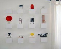 Miniaturas de cadeiras.