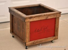 check your local Freecycle or Craigslist for some free or cheap shipping crates to retrofit into a toy box for your children. Inspired by Pottery Barn Kids Rustic Toy Box with Wheels, I created my own version from a simple shipping crate. Rustic Toy Boxes, Rustic Toys, Do It Yourself Furniture, Diy Furniture, Cortinas Shabby Chic, Wooden Shipping Crates, Knock Off Decor, Old Crates, Toy Storage