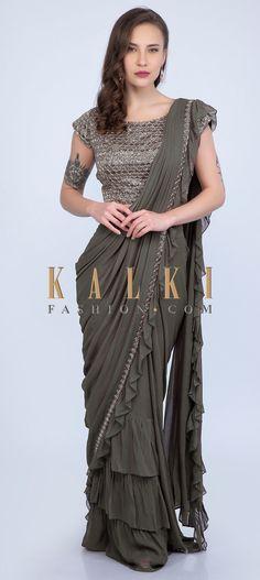 Indian Outfits Modern, Indian Dress Up, Saree Jacket Designs, Sarees For Girls, Drape Sarees, Grey Saree, Asian Clothes, Plain Saree, Sparkly Nails