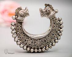 Rare Makara ( crocodile ) tribal bracelet from Sindh. Tribal Bracelets, Tribal Jewelry, Bangle Bracelets, Wooden Jewelry, Antique Jewelry, Vintage Jewelry, Antique Gold, Silver Bangles, Silver Jewelry