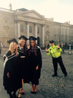 Graduation photobomb by the Irish police! Graduation Pictures, Best Funny Pictures, Irish, Police, Cosplay, Cute, Funny Stuff, Relax, Funny Things