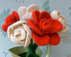 Knitted Flower Pattern - Rose - via Knitted Flower Pattern, Knitted Flowers, Flower Patterns, Free Knitting, Knitting Patterns, Charity Knitting, Loom Knitting, Knitting Projects, Knit Or Crochet