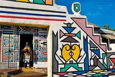 A gorgeous Ndebele homestead in Mabhoko village, Mpumalanga, South Africa South Africa Art, West Africa, Art Public, Afrique Art, Art Therapy Projects, Vernacular Architecture, Art Brut, African Tribes, Home Art