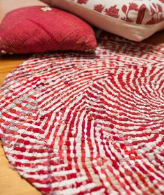This course is excellent for learning the basics of the no-sew rag rug technique. Fantastic!