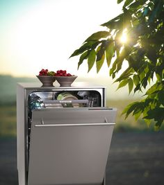 Introducing the ASKO Outdoor Dishwasher – the first dishwasher specifically designed for outdoor use.  You can now dine, load dishes and continue entertaining guests without so much as a break in the conversation. No more running back inside with piles of plates and missing out on the fun.