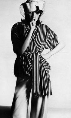 Helen Hogberg by Guy Bourdin _ Vogue Paris, April 1972. DES HISTOIRES DE MODE