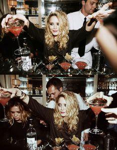 Mary Kate and Ashley Olsen Mary Kate Olsen, Mary Kate Ashley, Ashley Olsen, Pretty People, Beautiful People, Olsen Twins Style, Olsen Sister, Grunge Hair, Celebs