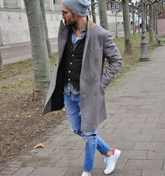 Moda Trends Magazine - Casual mash-up. Casual Chic Style, Work Casual, Casual Looks, Men Casual, Winter Outfits Men, Casual Outfits, Urban Fashion, Mens Fashion, White Fashion Sneakers