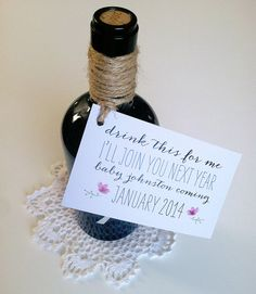 Pregnancy Announcement // Custom Wine Tag // drink this for me i'll join you soon // baby due date - schwangerschaft Shower Bebe, Baby Shower, Sibling Announcement, Pregnancy Announcements, Baby Announcement Grandparents, Creative Pregnancy Announcement, Little Mac, Baby Due Date, Custom Wine Labels