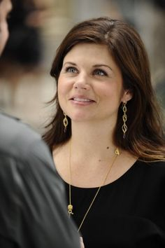 There aren't a lot of great photos of Tiffani Thiessen in White Collar, which is a shame, because she has such natural grace and poise. She always looks terrific and very comfortable.