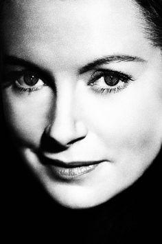 Deborah Kerr Hollywood Cinema, Vintage Hollywood, Hollywood Actresses, Classic Hollywood, Deborah Kerr, Best Actress Oscar, Celebrity Stars, Famous Photos, Barbara Stanwyck