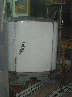 mesita antigua