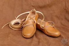 Očovské krpce pre devy Character Shoes, Dance Shoes, Sandals, Design, Fashion, Dancing Shoes, Moda, Shoes Sandals, Fashion Styles