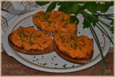 """Pomazánka """"tatarák"""" z batátů Salmon Burgers, Zucchini, Vegetables, Ethnic Recipes, Food, Salmon Patties, Vegetable Recipes, Eten, Veggie Food"""