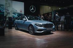 Der Plug-In Hybrid der neuen E-Klasse.  Wunderschön oder?  Foto via @srcreativity [Mercedes-Benz E 350e: Kraftstoffverbrauch kombiniert: 21 l/100km   CO Emission: 49 g/km]  #W213 #MercedesBenz #Eklasse #E350e #Plugin #Hybrid #Exclusive #Business #Limousine #Weltpremiere #Stern #MultiBeam #LED #Diamantsilver #20inch #NAIAS2016 #Detroit #dasBesteoderNichts by mercedesbenz_de