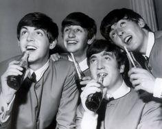 The Beatles.Paul McCartney, Ringo Starr, John Lennon and George Harrison 1960 Foto Beatles, Beatles Songs, Beatles Funny, Beatles Photos, Ringo Starr, George Harrison, Paul Mccartney, John Lennon, Movies