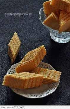 Wafle kokosowo-kajmakowe  Składniki:  2 opakowania kwad… My Favorite Food, Favorite Recipes, Easy Blueberry Muffins, European Dishes, Sandwich Cake, Polish Recipes, Polish Food, Healthy Sweets, How Sweet Eats