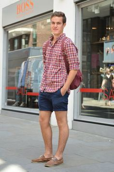 If your casual wear wardrobe consists of sports jerseys and flip flops, it's definitely time to reassess. Preppy Outfits, Classic Outfits, Preppy Style, Preppy Boys, Preppy Mens Fashion, Miami Fashion, Miami Moda, Estilo Preppy, Man Dressing Style