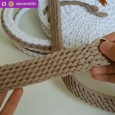 "Perfect strap for your crochet bag, don't you think? 💝💝💝, 👉 If you liked this tip say ""LIKE"" in the comments ! ⠀ ❤It helps us to know what to post here for you ! 😍 ⠀ ⠀ ⚠Before scrolling the screen GIVE YOUR. Crochet Belt, Crochet Diy, Crochet Basket Pattern, Crochet Crafts, Crochet Stitches, Crochet Projects, Crochet Patterns, Beginner Crochet, Crochet Shoes"