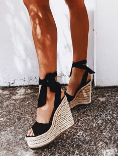 Gorgeous! Love the lace up with bows.