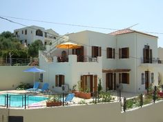 Holiday rentals in Chania region. Find cheap or luxurious holiday properties to rent with private pools near the beach and golf. Crete Holiday, Property For Rent, Vacation Villas, Private Pool, Ideal Home, Greece, Mansions, House Styles, Bedrooms