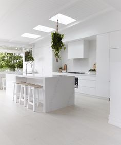 Hey gang I hope you've been enjoying KITCHEN WEEK as much as me ;-)) I'm now living with my new white kitchen (yes I know it's very white) and can assure you it's totally turned out better than I ever expected. A huge shout out to the kitchen master, R Kitchen Interior, New Kitchen, Kitchen Decor, Kitchen Styling, Kitchen Stools, Wooden Kitchen, Küchen Design, Layout Design, House Design