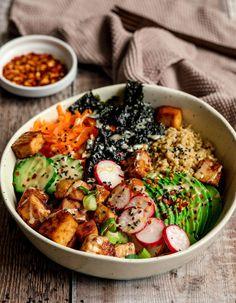 Quinoa Sushi, Tofu Sushi, Sushi Bowl, Vegan Sushi, Healthy Sushi, Sushi Lunch, Sushi Recipes, Veggie Recipes, Whole Food Recipes