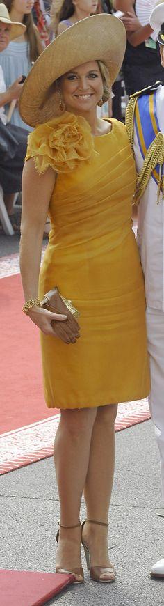 Máxima bij het huwelijk van Albert en Charlene van Monaco 2011. Ze draagt een hoed van Fabienne Delvigne
