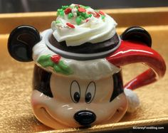 Christmas Treats and Holiday Popcorn in Disney Parks and Resorts | the disney food blog