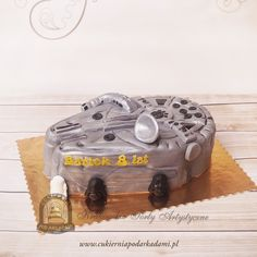 65BD. Tort statek Millennium Falcon Star Wars. he Millennium Falcon, originally known as YT-1300 492727ZED, in our cake gallery. May the Force be with you!