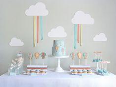 decoração de mesa doce com festa pano de fundo nuvem balão de ar quente por Amy Atlas