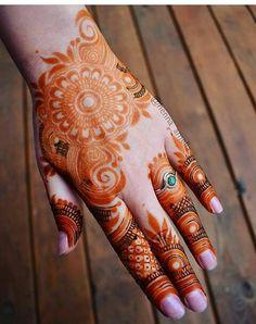 Khafif Mehndi Design, Floral Henna Designs, Henna Tattoo Designs Simple, Back Hand Mehndi Designs, Latest Bridal Mehndi Designs, Mehndi Designs Book, Full Hand Mehndi Designs, Mehndi Designs For Beginners, Mehndi Designs For Girls