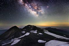 Mt. Hakusan and Milky Way Photo: © Yoshifumi Kimura