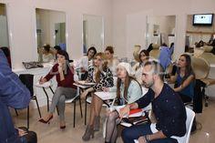 Los alumnos del Máster de Asesoría de Imagen y Personal Shopper asisten a una clase ofrecida por nuestro profesor de peluquería, Manuel Santos