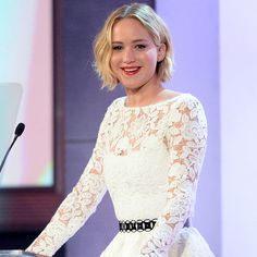The stunning beauty Jennifer Lawrence Wears Oscar de la Renta Spring 2015 First | Glamorous Makeover.