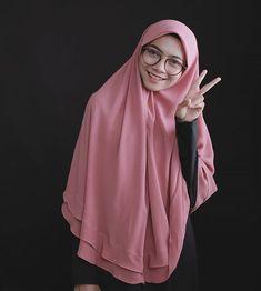 Cara Hijab, Hijab Chic, Muslim Fashion, Hijab Fashion, Hijab Makeup, Hijab Tutorial, Pashmina Scarf, Beautiful Hijab, Flower Backgrounds