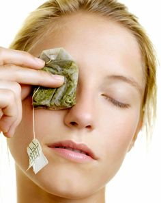 Flawless Skin Remedies Green Tea For Dark Circles - Green tea is known to be a healthy substitute for anything and everything. What you didn't know was there are a number of other ways to use green tea to be Organic Skin Care, Natural Skin Care, Natural Face, Organic Beauty, Natural Oils, Regard Intense, Green Tea Benefits, Dark Circles Under Eyes, Beauty Tips
