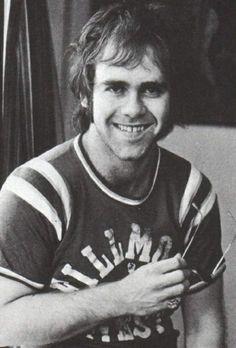 Elton John, 1970s 彼30年くらい顔が変わらないwwww
