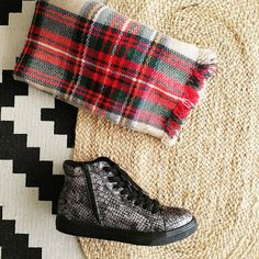 elenas sandals: MUST HAVE το καρό κασκόλ